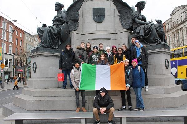 Irland 7N2 Glückliche Schüler 4